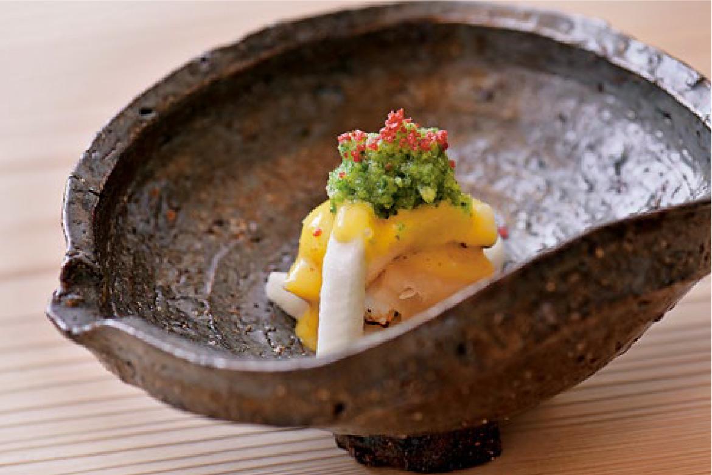 神戸産ハモの昆布締 梅黄味酢